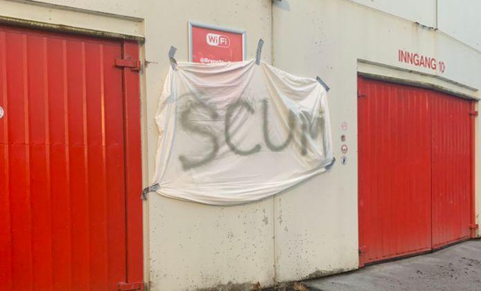"""""""Racaille"""": le message des supporters, placardé à l'entrée du stade après l'éclatement du scandale."""