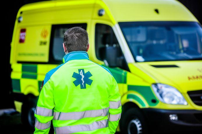 De ambulancier zou uiteindelijk 43 dagen arbeidsongeschikt zijn. (archiefbeeld)