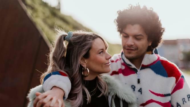 """Qmusic-presentatrice Jolien Roets (35) en dj Hakim Chatar (31) verwachten in mei hun eerste kindje: """"Niks verbindt meer dan een baby. Er is geen weg terug"""""""
