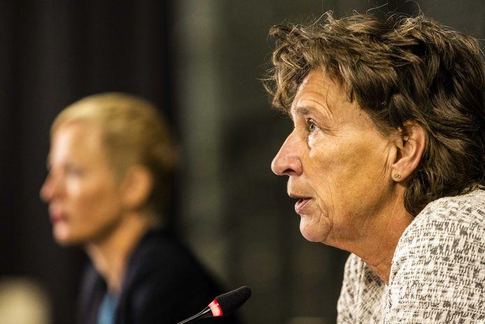 Marieke van der Plas, directeur KNGU, en Anneke van Zanen-Nieberg, voorzitter NOC*NSF (rechts).
