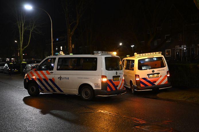 Hulpdiensten bij de Amandelboomstraat in Nijmegen na de melding van de steekpartij.