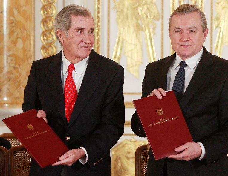 De Poolse minister van Cultuur Piotr Glinski (rechts) en prins Adam Karol Czartoryski. Beeld AP