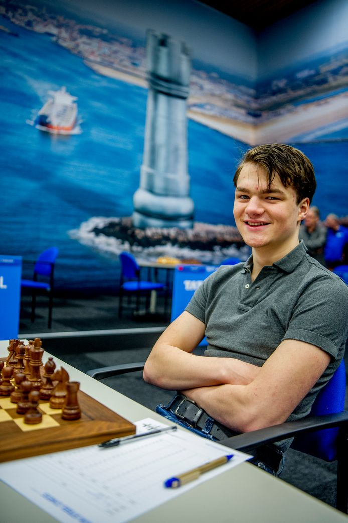 Regerend schaakkampioen Lucas  van Foreest.