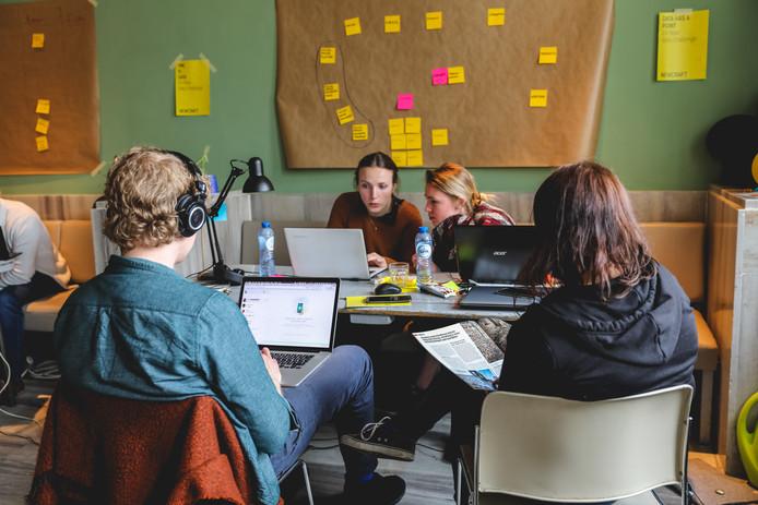 Studenten aan het werk tijdens de '24-Hour Data Challenge' van 2017