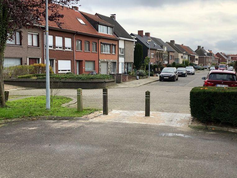 De verdachte reed zich klem aan de paaltjes die een knip vormen tussen de Kamiel Van Baelenstraat en Zandbergstraat.