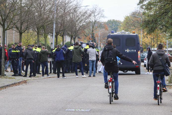 De Mobiele Eenheid in het Venlose stadsdeel Blerick waar een 22-jarige Turkse inwoner bij een schietpartij om het leven kwam.