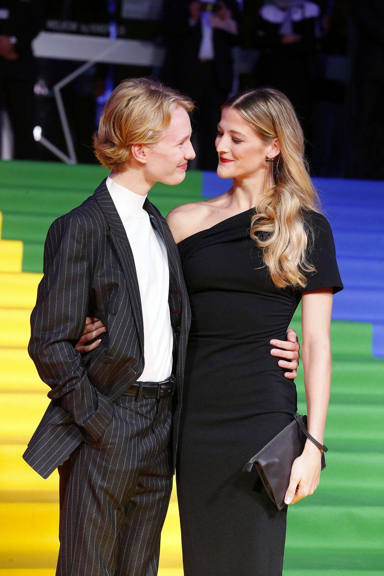 Victor Polster en Nora Monsecour op de 'rode loper' van Film Fest Gent.  Beeld BELGA