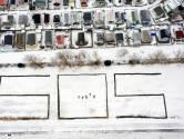 Radeloze bewoners Recreatieoord Hoek van Holland krassen noodkreet in de sneeuw