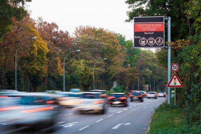 Automobilisten wordt gevraagd om tram, bus of fiets te nemen.