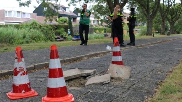 In 2018 ging op de Sportlaan in Spijkenisse ging door losliggende tegels een bromfietser onderuit.