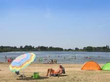 Na het hoogwater is zwemmen in plassen bij Cuijk 'op eigen risico'