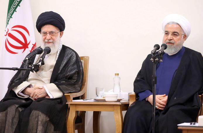 L'ayatollah Ali Khamenei et le président iranien Hassan Rohani.