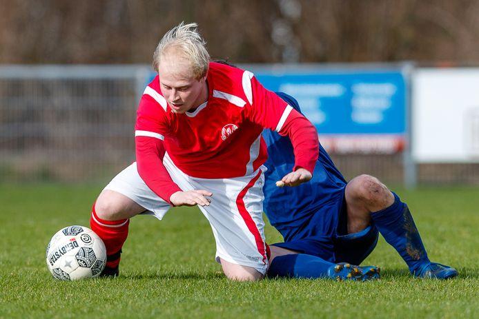 De roodhemden van Scheerwolde maken hun rentree in het standaardvoetbal, met Siemen Pit als trainer in de vijfde klasse A.