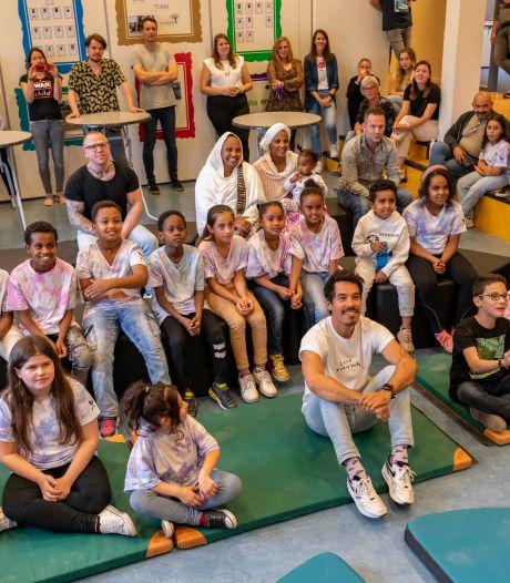 Chef'Special onder de indruk van lied Tilburgse kinderen: 'Zo prachtig, het relativeerde alles'