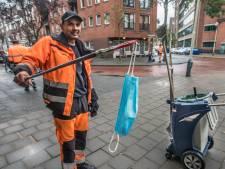 Mondkapjes en handschoenen zorgen voor 'nieuw' zwerfafval: Veegbedrijf Den Haag draait overuren