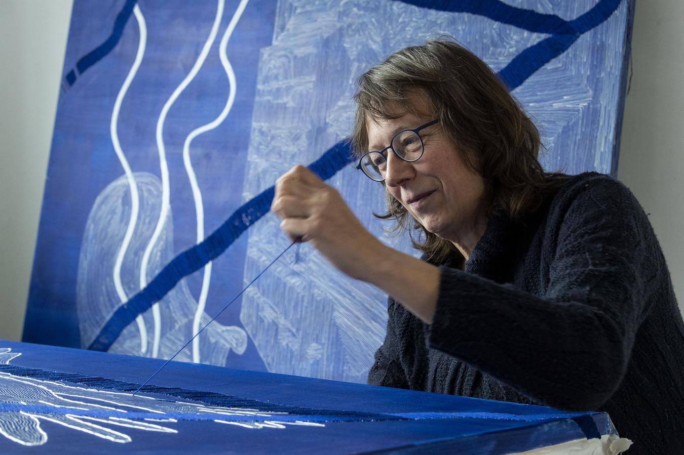 """Jannemiek Tukker:  """"Kunst was een breekijzer. Veel van wat ik in mijn jeugd heb doorgemaakt, heb ik op het doek kunnen verwerken."""""""