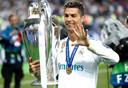 Cristiano Ronaldo in 2018 met de Champions League-trofee. Meteen nadien kondigde hij zijn vertrek aan bij Real Madrid.