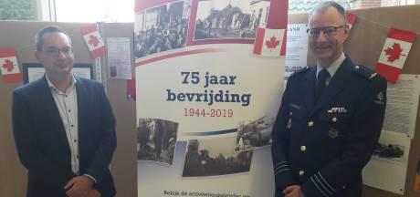 Historische toestellen landen op Vliegbasis Woensdrecht tijdens bevrijdingsevent