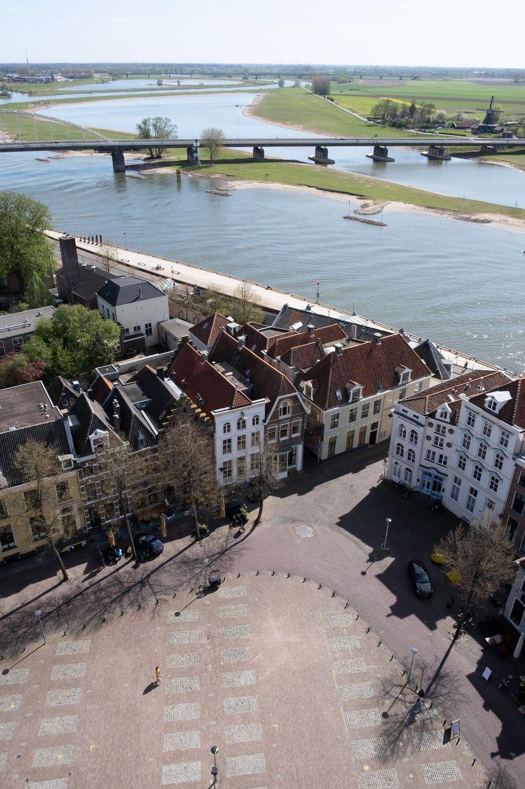 Uitzicht op Deventer en de IJssel vanuit de toren van de Lebuïnuskerk. Beeld Sabine van Wechem