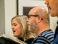 Kerstconcert Max Mini in kerkje: 'Mariah Carey zul je dus niet horen'