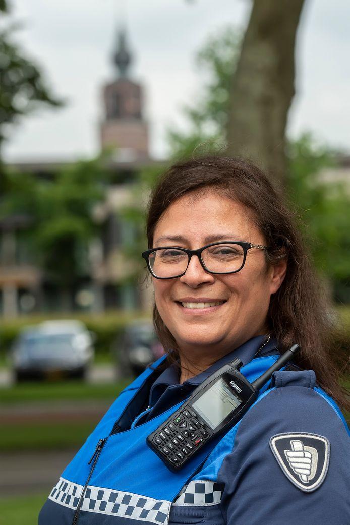 Alexandra Marcus, boa van Zevenbergen, Zevenbergschenhoek, Langeweg en Moerdijk. 'In kleine dorpen valt dealen minder op'.