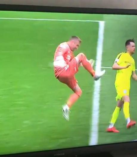 Le gardien écossais McGregor craque avec ce coup de pied en mode MMA