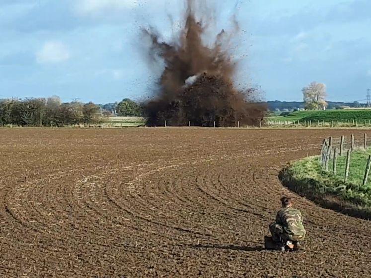 2000 door wandelaar gevonden granaten tot ontploffing gebracht