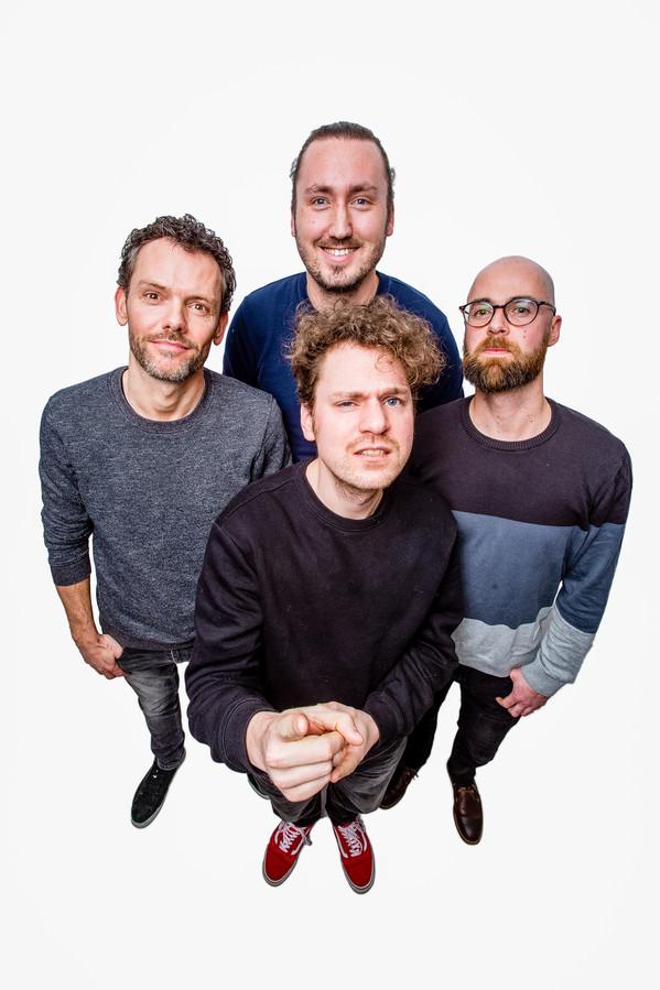 Met de klok mee: in de grijze trui gitarist Jurro Brouwers, drummer Gelke Boontje, bassist Sebastian Bruinewoud en zanger Fokko Mellema.