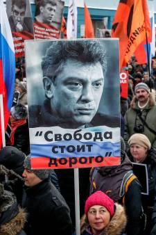 Duizenden Russen herdenken vermoorde oppositieleider Nemtsov