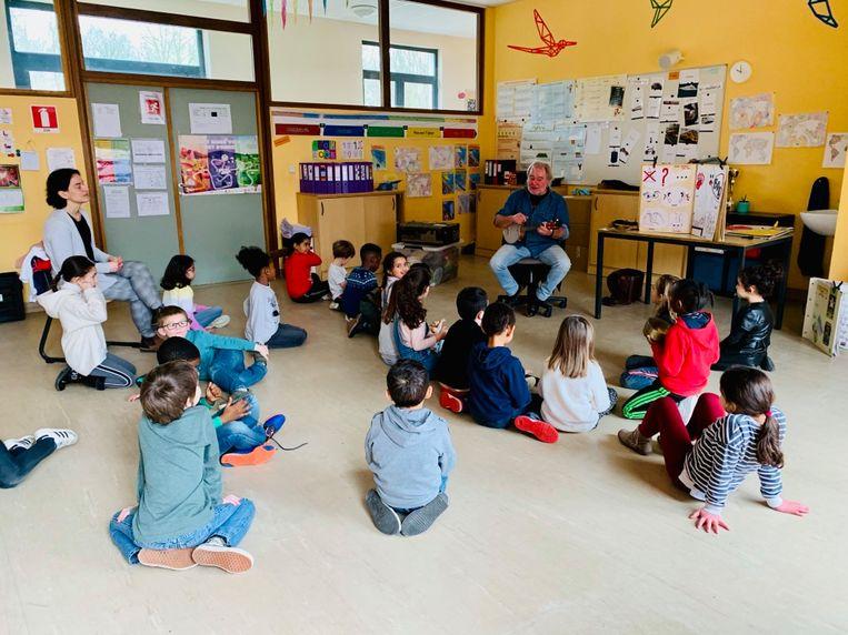 Juf Katleen en haar klas van het 1ste leerjaar in De Negensprong.