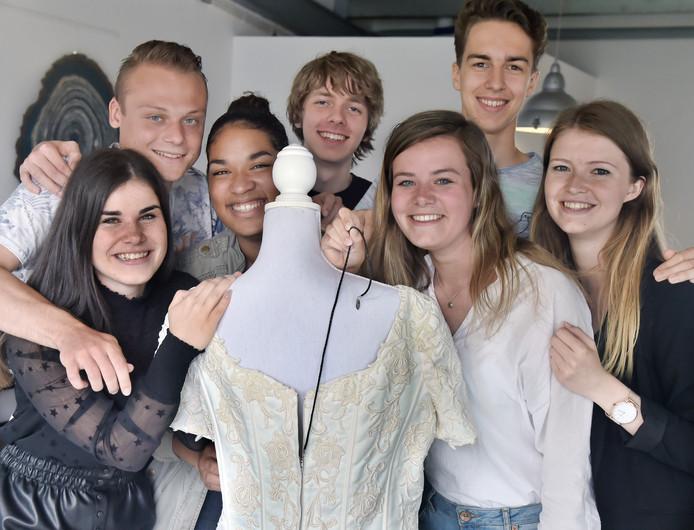 In 2018 stond de studentonderneming EasyZip  in de landelijke finale van de wedstrijd Student Company. Vlnr: Lois Pennings, Bram Gabriels, Sylvia Mekelenkamp, Cees Schilperoord, Madelief Pouwer, Franklin van Anrooij en Lynn Feij.