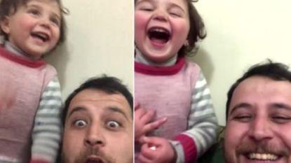 Syrisch meisje (3) dat wereld beroerde door bommen weg te lachen, mag in Turkije wonen
