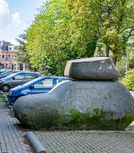 Tilburgse kunst waar je zomaar aan voorbij loopt, nu in overzicht van zo'n 250 werken door de hele stad