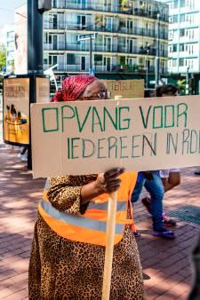 Protest tegen op straat zetten illegalen in Rotterdam