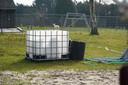 Van deze afgezaagde IBC-container in de tuin wilde de Kroatische verdachte volgens Jan B. een soort jacuzzi maken.