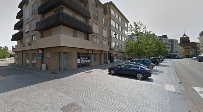 De klinkers op het kruispunt van de Laar en de Hofstraat worden hersteld.