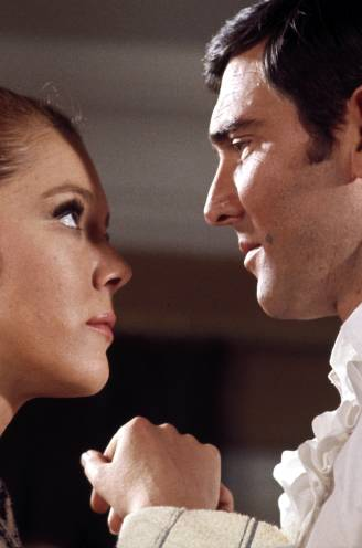 De ultieme Bondgirls (deel V): hoe de legendarische Diana Rigg George Lazenby én de filmwereld het leven zuur maakte