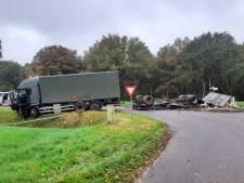Oplegger met munitie van Defensie kantelt op weg bij Huis ter Heide, huizen ontruimd