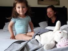 'Sara kan zelf zitten! Geen mooier cadeau voor haar derde verjaardag'