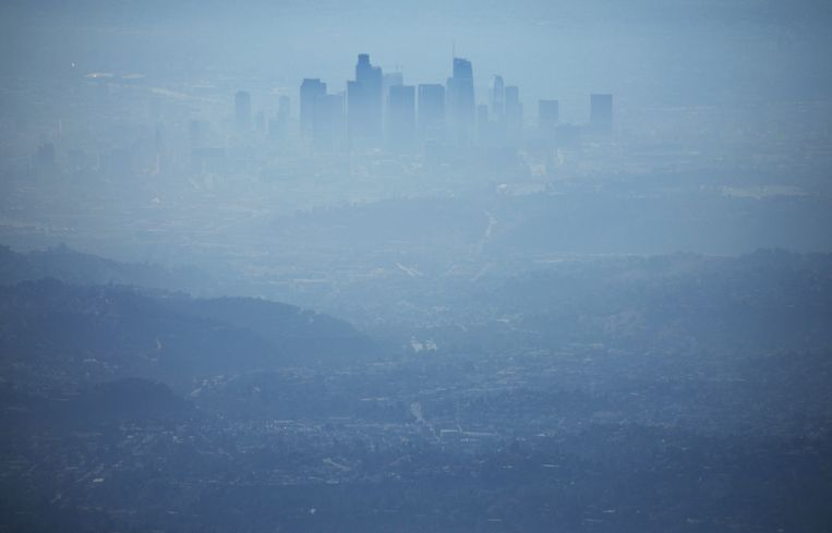 Los Angeles, in smog gehuld.  Beeld  Getty