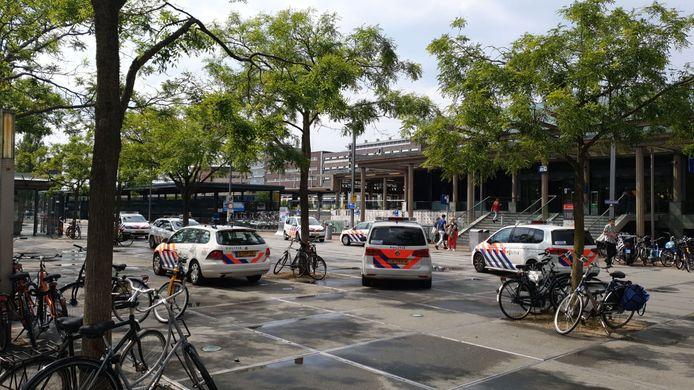 Ook op het Stationsplein was veel politie