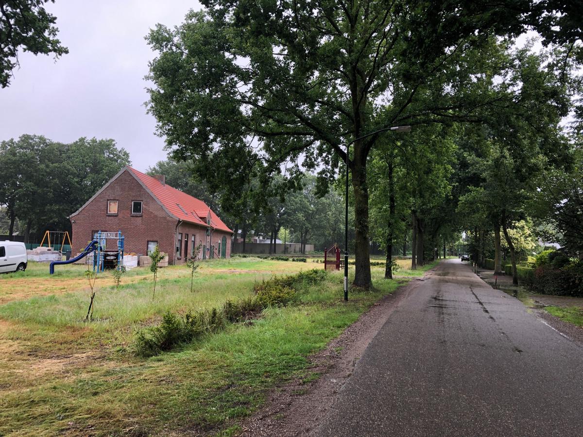 De boerderij aan de Beukelaarstraat 5 werd verbouwd, maar gaat nu mogelijk plaats maken voor de bouw van 250 woningen voor spoedzoekers. Samen met de panden Beukelaarstraat 4 en Heuvelplein 5.
