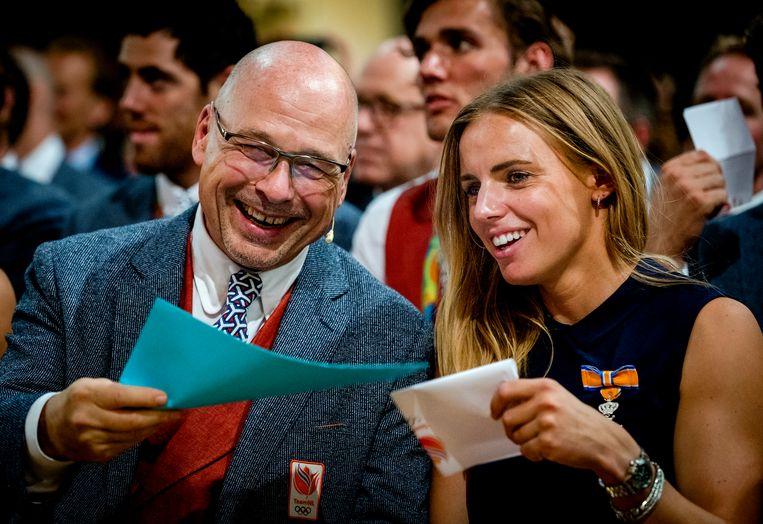 Maurits Hendriks en Olympische medaillewinnaar Marit Bouwmeester ontvangt tijdens de huldiging van de prijswinnende sporters in de Ridderzaal. Beeld Hollandse Hoogte /  ANP