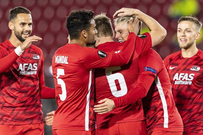 2020-10-29 22:19:56 ALKMAAR - Spelers van AZ vieren de 2-0 tijdens de UEFA Europa League-wedstrijd tussen AZ Alkmaar en Rijeka in het AFAS Stadion op 29 oktober 2020 in Alkmaar, Nederland. ANP OLAF KRAAK