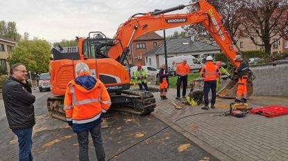 Farys neemt na grote verzakking geen risico: arbeiders op zoek naar nieuw waterlek in Fazantenlaan