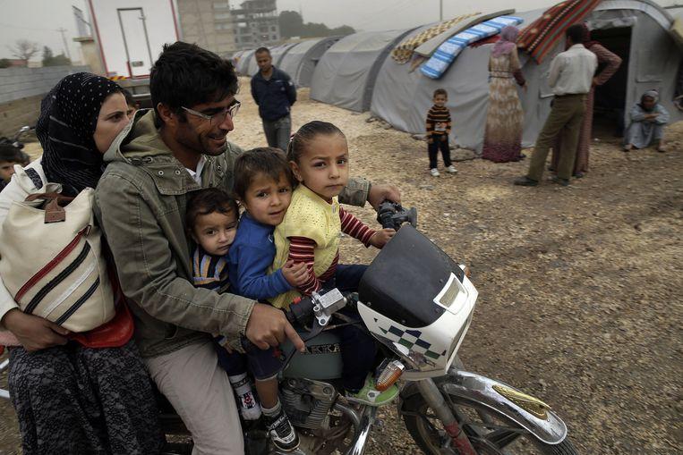 Syrische Koerden die de stad Kobani zijn ontvlucht Beeld ap