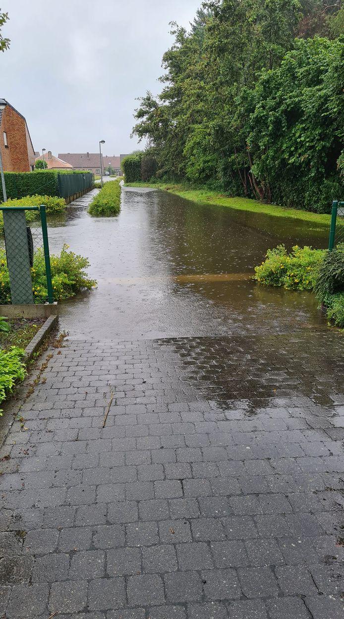 Wateroverlast in Steenovens.