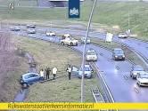 Auto in sloot naast A50 bij Ekkersrijt in Eindhoven