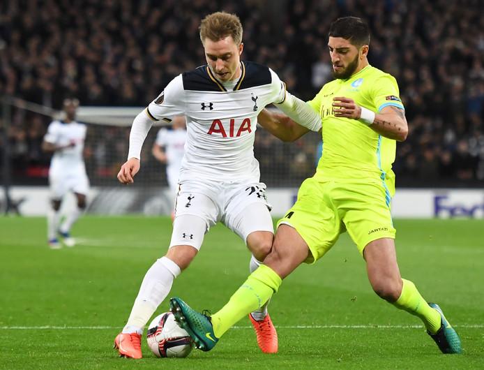 AA Gent-verdediger Samuel Gigot zet Christian Eriksen de voet dwars.