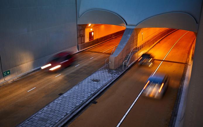 Hij is net pas open, toch wordt het afvalt van de Maastunnel nu al deels vervangen.